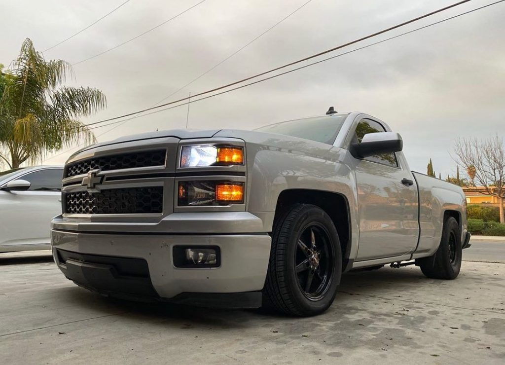 This Silverado is sitting proper on a set of Race Stars! Owner/: @thatstancetho ...