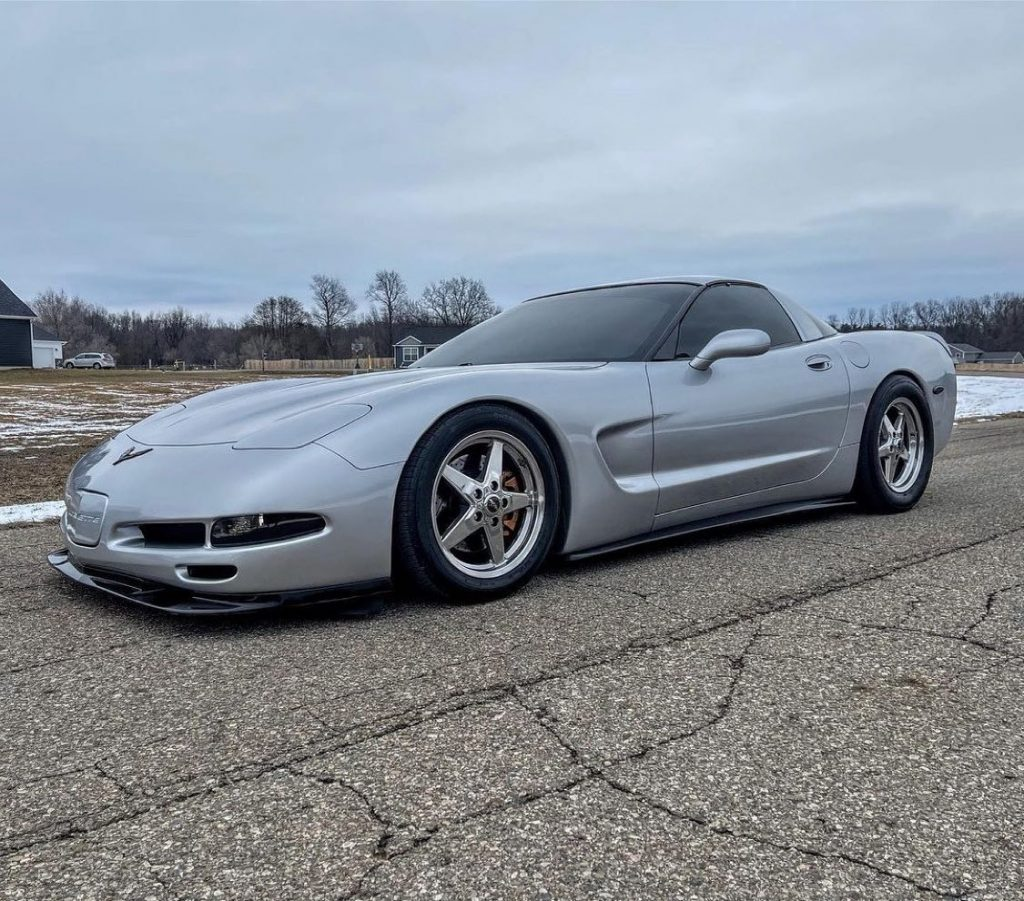 Absolutely stunning C5 Vette rolling on our 92 Drag Stars!   Owner: @jschereti...